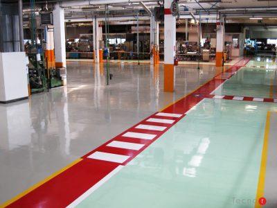 Pavimento in resina con segnaletica a pavimento per la movimentazione delle merci per l'azienda Ariston