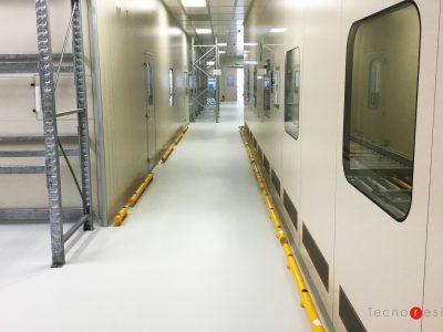 Pavimento in resina con segnaletica orizzontale per l'azienda farmaceutica Angelini