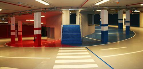 La resina permette di suddividere in parcheggi multipiano in sezioni attraverso la colorazione