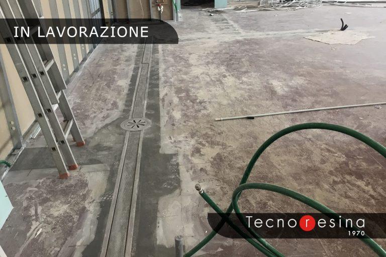 Lavorazione rivestimento in resina del pavimento di un'azienda alimentare